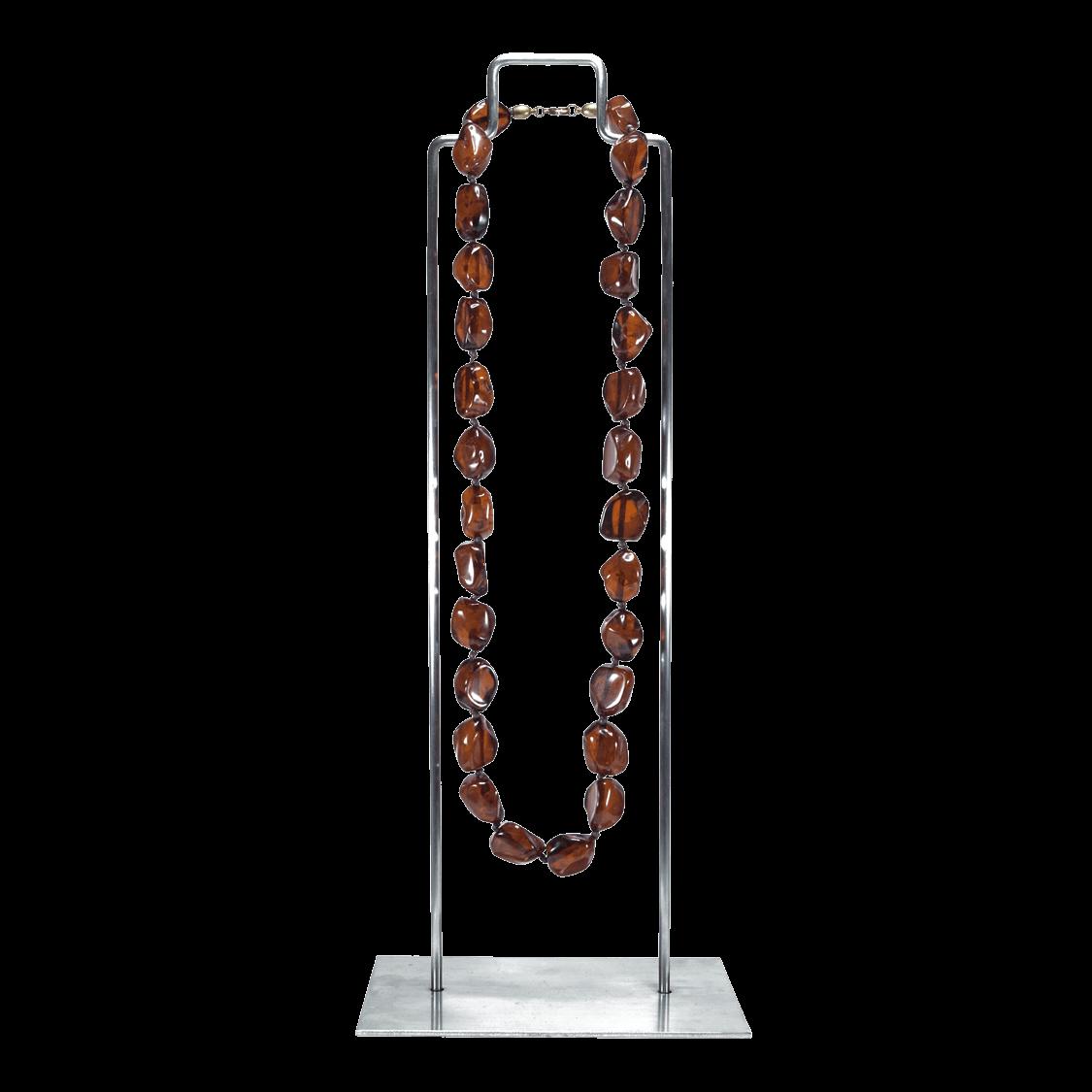 Collar de resina natural color marrón en soporte